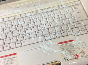 ノート パソコン 水 こぼし た キーボードに水をこぼした!水没したパソコンのメーカー別対処法